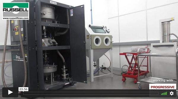 Sítování kovových prášků pro komponenty F1